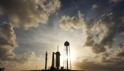 Bad weather forces delay of SpaceX rocket failure test
