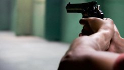 Woman cop trains her gun at Bihar DGP in mufti