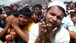 Rohingya refugees pray for justice before court ruling