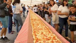 103 m long pizza for firefighters in bushfires