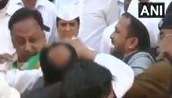 Cong leaders slap each other during flag hoisting