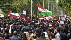 AMU students block highway for jailed student's release
