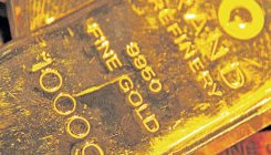 Gold hits new high as investors scramble for safe haven