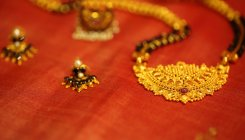 Sleight of hand in garb of 'puja' to steal gold chain