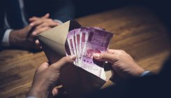 Govt official caught taking bribe in Rajasthan