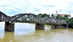 DC bans movement of vehicles on old bridge in Kuloor