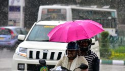 Thunderstorm lashes city, provides respite from heat