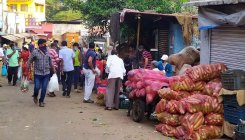 Dakshin Kannada: People rush to markets amid clampdown