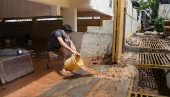 BBMP staff fail to drain water from flooded apartment