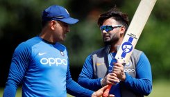 Dhoni doesn't offer complete solutions: Rishabh Pant