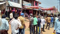 Liquor shops open: Social distancing goes for a toss