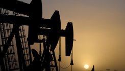 Oil prices fall as US-China stir offset COVID-19 hope