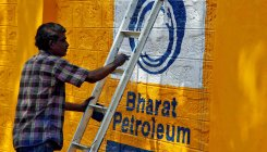 BPCL outlet gives free meals to migrant labourers in MP