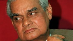 PM shares Vajpayee's famous poem on Twitter