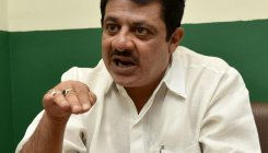 Arrest Reddy or I'll go to Ballari: Zameer Khan