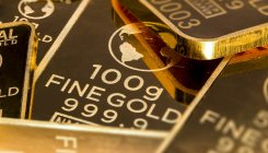 Gold gains on US-China trade friction, global stimulus