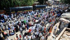 1,000 migrants from Dharavi transported to rly stations