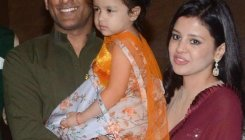Dhoni's wife Sakshi rubbishes news on his retirement