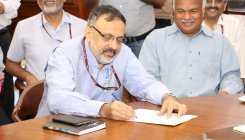Cabinet Secy holds meeting with COVID-19-hit cities DMs
