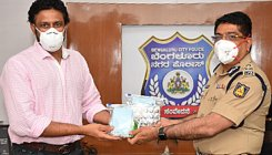 Anil Kumble distributes safety kits to Bengaluru cops