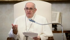 COVID-19 lockdown: Pope Francis thanks Italian doctors