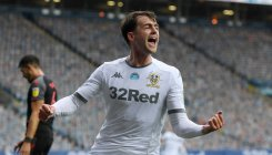 Five-star Leeds close in on Premier League return