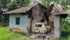 Maoists blow up 12 buildings in Jharkhand