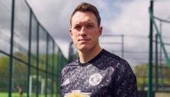 Man Utd's Jones receives Twitter apology after jibe