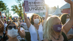 Turkish cops detain 25 women's rights accord protestors