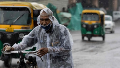 Overcast skies in Delhi, light rain likely