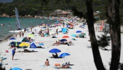 French govt defends 'freedom' of topless sunbathing