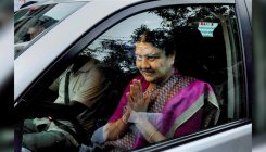 I-T to attach Rs 300 cr properties held by Sasikala