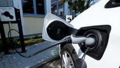 Govt to set up kiosks to charge EV at petrol pumps