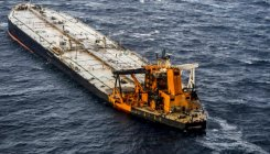 Sri Lankan tanker towed to sea amid strengthening winds