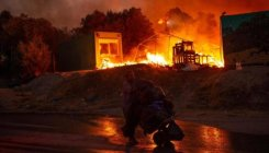 Fire guts Greece migrant camp, thousands shelterless