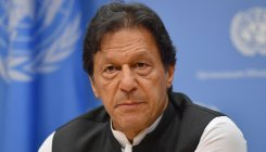 Khan sides dual nationals holding public offices in Pak