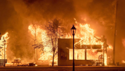 US West wildfires kill 16; in Oregon 500,000 flee