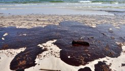 Large oil spill washes up to Venezuela shores