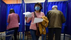 Russia holds polls in shadow of Navalny's poisoning