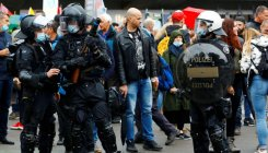 Swiss cops disperse hundreds at 'illegal' street party