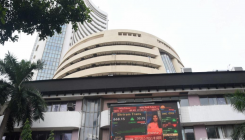 Sensex ends 98 points lower; IT stocks shine