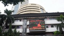 Indian stock markets bounce back but global cues weak
