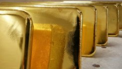 Gold rises on softer USD, investors focus on Fed meet