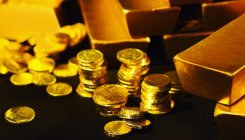 Gold hits near 2-week high; focus shifts to Fed meeting