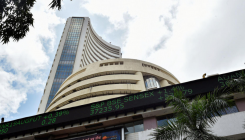 Sensex, Nifty start cautiously amid tepid global cues